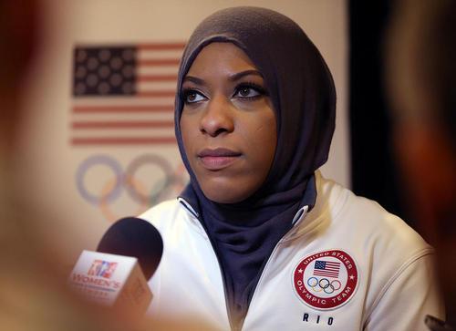 ابتهاج محمد نخستین بانوی محجبه عضو تیم المپیک آمریکا در رشته شمشیر بازی که قرار است در المپیک 2016 ریو شرکت کند