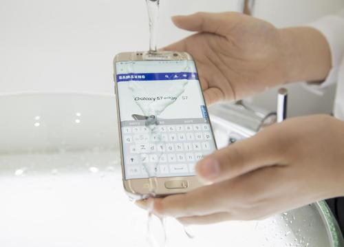 نمایش گوشی های ضد آب گالکسی اس 7 سامسونگ – سئول