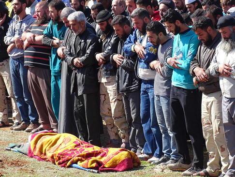 تشییع جنازه یکی از مخالفان مسلح حکومت سوریه در شهر درعا
