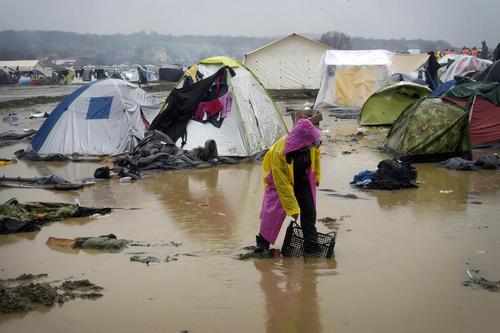 گل و لای در اردوگاه اسکان پناهجویان در یونان