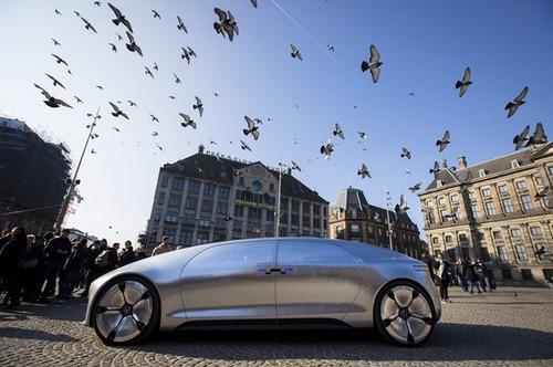 رونمایی از خودروی بدون راننده مرسدس بنز در شهر آمستردام هلند