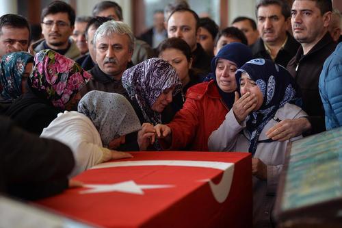 تشییع قربانیان حمله تروریستی روز یکشنبه آنکارا در مسجدی در این شهر