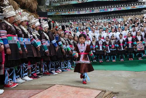 جشنواره آیینی اقلیت قومی دونگ در چین