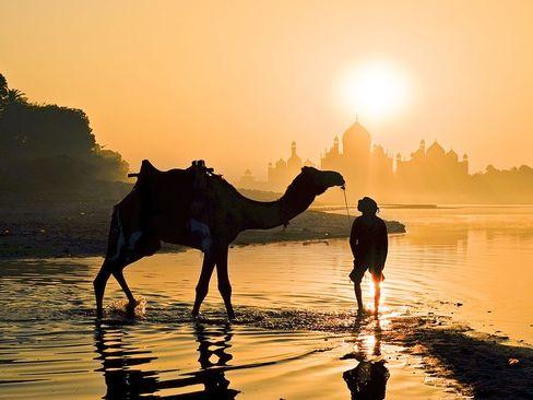 نمایی از تاج محل در آگرای هند