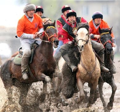 مسابقات سنتی بز کِشی در شهر بیشکک قرقیزستان