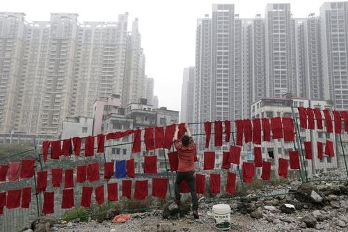 خشک کردن دهها حوله در شهر گوآنگژو چین