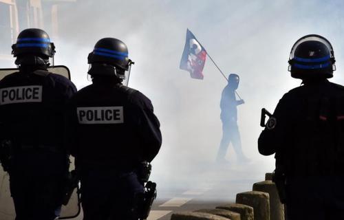درگیری پلیس و معترضان در فرانسه