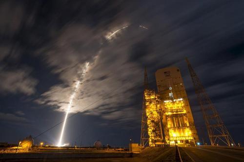 شرکت آمریکایی یونایتد لانچ الاینس دومین ماموریت فضایی خود را با اعزام یک فضاپیما از فلوریدا به ایستگاه بین المللی فضایی انجام داد.  مالکان شرکت یونایتد لانچ الاینس دو شرکت غیردولتی دفاعی آمریکایی وابسته به بوئینگ و لاکهید هستند.
