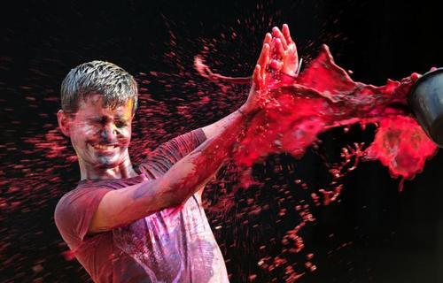 جشن های هولی هندوها معروف به جشن رنگ ها که نوید دهنده بهار است - خبرگزاری فرانسه