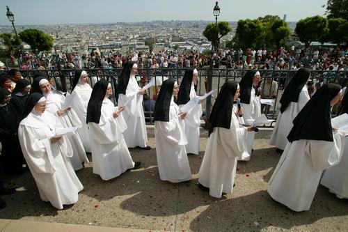 مراسم آیینی راهبه های کلیسایی در پاریس