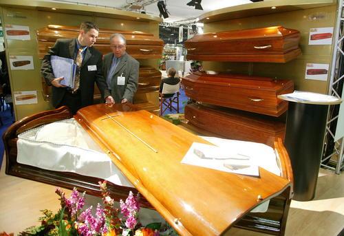 نمایشگاه بین المللی وسایل کفن و دفن در پاریس