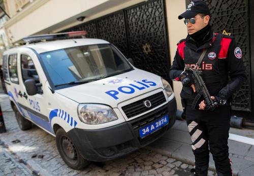 تدابیر امنیتی پلیس استانبول در مقابل یک کنیسه یهودیان از بیم حملات تروریستی