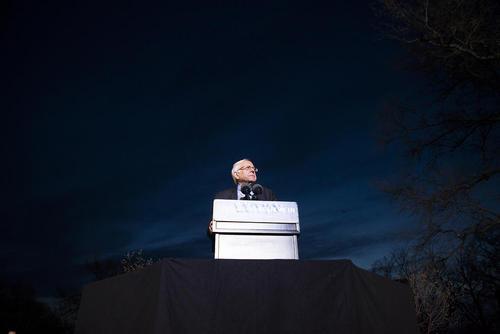 سخنرانی برنی سندرز یکی از دو نامزد دموکرات انتخابات ریاست جمهوری آمریکا در جمع حامیانش در نیویورک