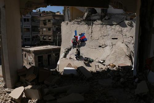 نقاشی روی دیوار خانه ویران شده از جنگ در شهر دوما سوریه