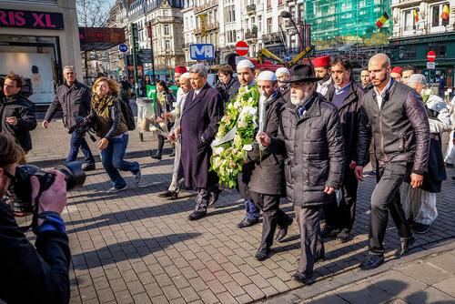 ادای احترام هیاتی از جامعه امامان مسلمان فرانسه به قربانیان حمله تروریستی اخیر در بروکسل