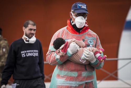 رسیدن دهها پناهجوی جدید به بندر سالرنو ایتالیا