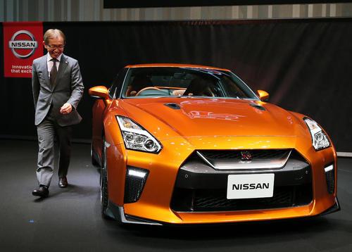 معاون رییس کمپانی خودروسازی نیسان ژاپن در شهر کاناگاوا و در مراسم رونمایی از خودرو جدید تولید این کمپانی