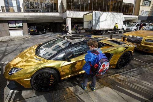 خودروهای لوکس و طلایی یک مرد ثروتمند سعودی در لندن