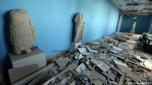 آثار باستانی موزه پالمیرا که توسط داعش تخریب شده است.