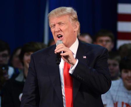 سخنرانی دونالد ترامپ نامزد مقدماتی جنجالی حزب جمهوریخواه در انتخابات ریاست جمهوری آمریکا  در جمع حامیانش در ایالت ویسکانسین