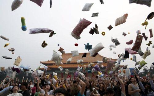روز جهانی جنگ بالش ها – تایوان و پکن