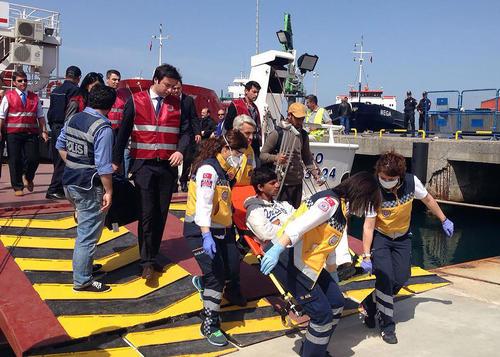 با وجود مخالفت ها دیروز نخستین گروه از پناهجویان غالبا پاکستانی از یونان به شهر ساحلی بیکیلی در نزدیکی ازمیر ترکیه رسیدند