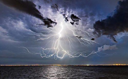 رعد و برق در سواحل فلوریدا – آمریکا