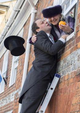 جشن روز توتی در برکشایر انگلیس. این جشن در دومین سه شنبه پس از عید پاک برگزار می شود