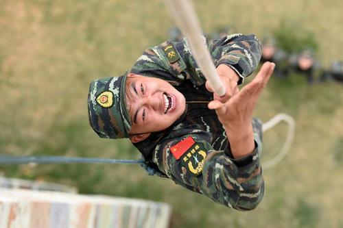 تمرین بالا رفتن با طناب – ارتش چین
