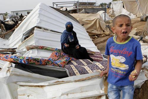 بولدوزرهای اسراییل خانه یک فلسطینی را در روستایی در کرانه غربی ویران کردند