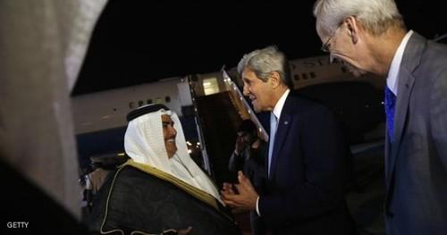 ورود جان کری وزیر خارجه آمریکا به فرودگاه منامه و استقبال وزیر خارجه بحرین از او