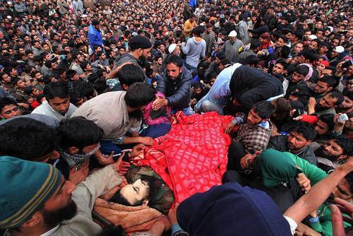 مراسم تشییع یک اسلامگرا در کشمیر