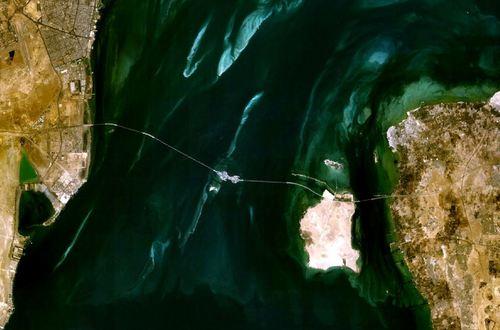 نقشه هوایی از پل ملک فهد میان بحرین و عربستان سعوی در خلیج فارس