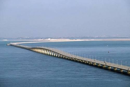 پل ملک فهد میان بحرین و عربستان سعوی در خلیج فارس
