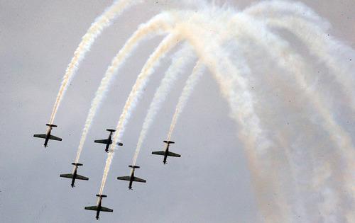 حرکات نمایشی  تیم نیروی هوایی اندونزی در روز نیروی هوایی این کشور