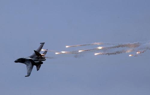 جت جنگنده اندونزی در آسمان جاکارتا