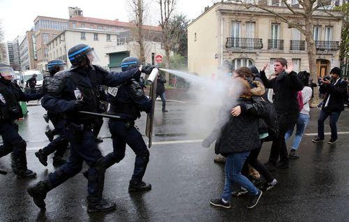 برخورد پلیس با مردم در تظاهرات اصلاحات کار در پاریس