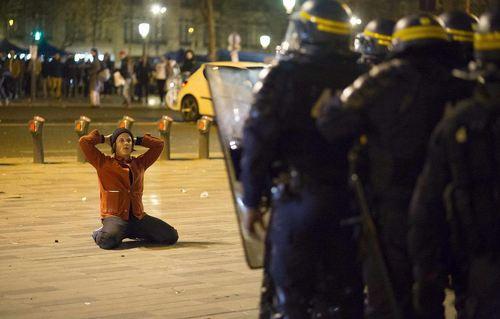 اعتراض به قوانین کار در پاریس- فرانسه-معترضان در برابر اصلاحات کارگری در پاریس با پلیس درگیر شدند