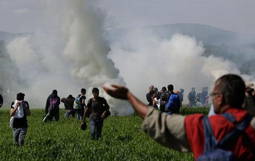 درگیری صدها نفر مهاجر با پلیس مرزی مقدونیه