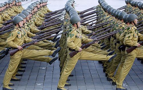 سربازان کره شمالی در طول یک رژه نظامی در پیونگ یانگ