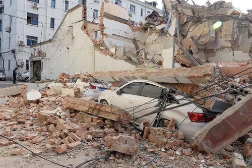 فروریختن یک ساختمان در شانگهای چین