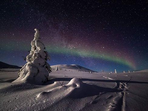شب جادویی در منطقه لاپ لند در اروپای شمالی