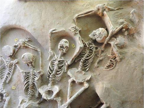 کشف اسکلت های 80 نفر متعلق به قرن هفتم پیش از میلاد در محوطه یک مرکز باستانی در نزدیکی آتن یونان