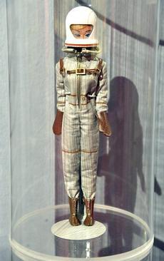 نمایش عروسک باربی فضا نورد در موزه باربی در رم ایتالیا