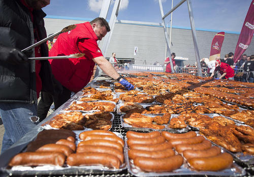 شکستن رکورد گینس با پختن کباب روی بزرگ ترین کوره کباب پزی به ابعاد 5 در 7 متر – نادارزین لهستان