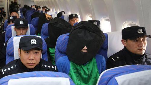 دیپورت شدن 45 مظنون به کلاهبرداری از کنیا به چین با اسکورت پلیس