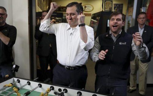 باخت تد کروز یکی از نامزدهای حزب جمهوریخواه برای انتخابات ریاست جمهوری آمریکا در فوتبال دستی – نیویورک