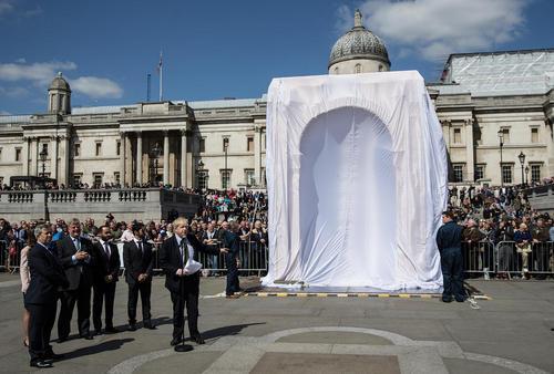 مراسم رونمایی از طاق شهر تاریخی پالمیرا سوریه در لندن و با حضور شهردار این شهر