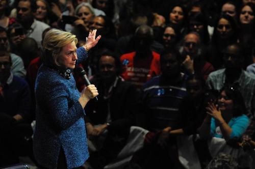 سخنرانی هیلاری کلینتون یکی از دو نامزد دموکرات انتخابات ریاست جمهوری آمریکا در جمع حامیانش در ایالت پنسیلوانیا