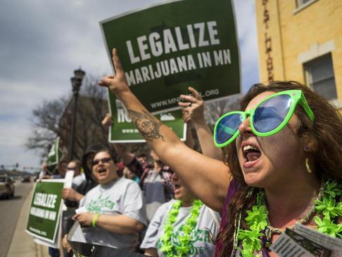 تظاهرات حامیان قانونی کردن مصرف ماری جوانا در شهر سنت پال ایالت مینه سوتا